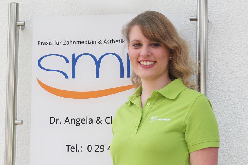 Jacqueline Herrmann (ZMF) - Behandlungsassistenz, Hygiene & Qualitätsmanagement-Beauftragte